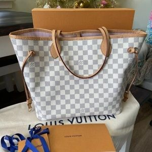 Louis vuttion purse *New gifted from friend.